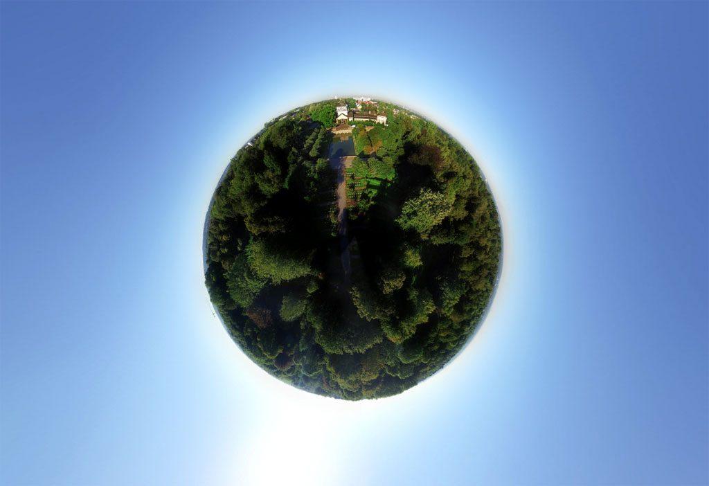 Mit der Drohne über einen Friedhof